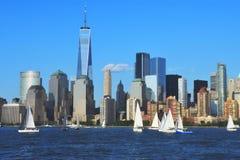 Place financière du monde et parc de batterie, NYC Images stock