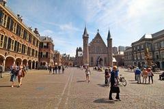 Place intérieure du parlement néerlandais construisant Binnenhof avec le Ridderzaal antique à la Haye photos stock