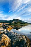 Place préférée de touristes en Ecosse - île de Skye Le château très célèbre en Ecosse a appelé le château d'Eilean Donan National Image libre de droits