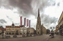 Place principale et église à Novi Sad, Serbie photo libre de droits