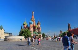 Place rouge avec la tour de Spasskaya à Moscou, Russie Photographie stock