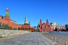 Place rouge dans le matin de Moscou en début mai image stock
