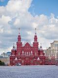 Place rouge. Une sorte sur le musée historique. Image libre de droits