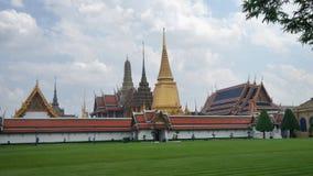 Place verte de pelouse dans le palais grand, Bangkok, Thaïlande Image stock