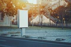 Placeholder vazio branco em ajustes urbanos Fotografia de Stock