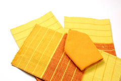 Placemat et serviettes au-dessus de blanc Photographie stock