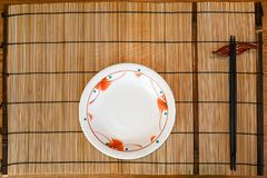 Placemat met plaat en eetstokjes royalty-vrije stock fotografie