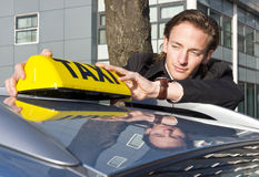 Placement du signe de taxi photographie stock