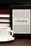 Placer de la E-lectura Imagenes de archivo