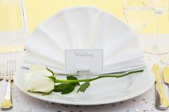 placera rose inställningsbröllopwhite arkivbilder