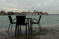 Placera vid en kanal i Venedig royaltyfri foto