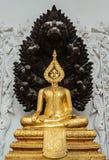 Placerad buddha bild som skyddas av denhövdade nagaen. Royaltyfri Fotografi