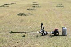 placerad gräsklippningsmaskin för lawn för fältexponeringsglas arkivbild
