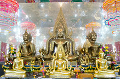 Placerade Buddhabilder i inställning av att underkuva Mara och meditation Royaltyfri Bild
