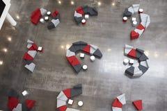Placering i hjärtförmaken av modern universitetbyggnad, antenn Royaltyfria Bilder