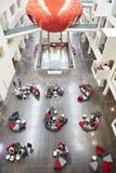 Placering i hjärtförmaken av modern universitetbyggnad, lodlinje Fotografering för Bildbyråer