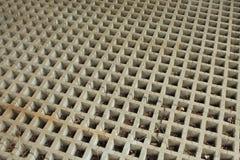 Places horizontales de grille de béton coulé avec les accolades diagonales Photographie stock libre de droits