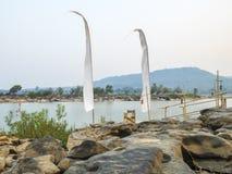 Placesd della sedia su un pilastro del fiume Fotografie Stock Libere da Diritti