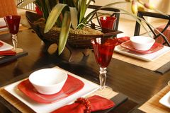 Placesetting en rouge et blanc photographie stock