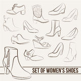 Placez dans des chaussures des femmes, lignes peintes Image stock