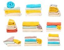Placez de la pile de serviettes d'isolement sur le fond d'isolement blanc photographie stock