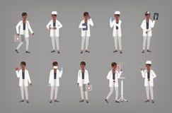 Placez de la position femelle de médecin, de médecin ou de chirurgien d'Afro-américain dans diverses positions Paquet de femme de illustration stock