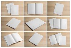 Placez des brochures vides sur le fond en bois clair photo stock