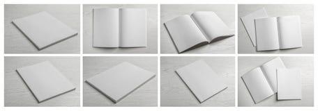 Placez des brochures vides sur le fond en bois clair photo libre de droits