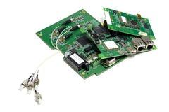 Placez des cartes électronique électroniques avec les connecteurs optiques joints et d'autres composants, vue à angles, d'isoleme image stock