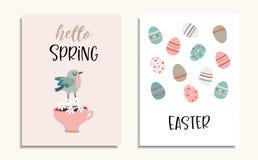 Placez des cartes de voeux de Pâques, des invitations avec l'oiseau, de la tasse de café, des fleurs et du modèle coloré d'oeufs  illustration stock