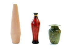 Placez des cruches et des vases sur un blanc Photographie stock