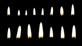 Placez des différentes flammes de bougie sur le noir photo stock