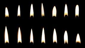 Placez des différentes flammes de bougie sur le noir photographie stock