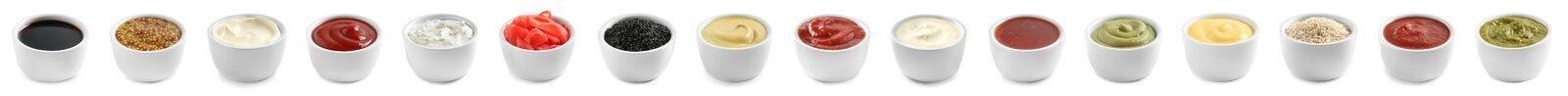Placez des différentes sauces délicieuses sur le blanc Conception de banni?re image libre de droits