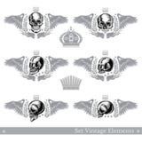 Placez des différents crânes avec des ailes, guirlande et élément de cru Conception héraldique de vecteur illustration de vecteur