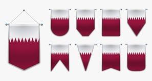 Placez des drapeaux accrochants du QATAR avec la texture de textile Formes de diversité du pays de drapeau national Fanion vertic illustration libre de droits