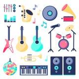 Placez des instruments de musique dans le style plat : haut-parleur, guitare de roche, guitare, boule de disco, microphone, piano illustration libre de droits