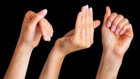 Placez des mains de femme s'accrochant sur un certain bord de mur images stock