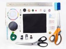 Placez des objets pour la couture sur le fond blanc photo libre de droits