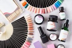 Placez des outils et des accessoires cosmétiques pour la manucure et la pédicurie photographie stock libre de droits
