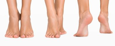 Placez des pieds femelles de différentes directions d'isolement sur le blanc images libres de droits