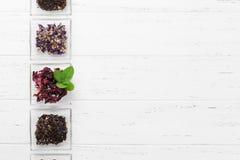 Placez des thés secs de fines herbes et de fruit photographie stock