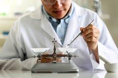 Placez du développement chimique et de la pharmacie de tube dans le concept de technologie de laboratoire, de biochimie et de rec illustration libre de droits