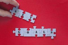 Placez l'expression de buts écrite avec des morceaux de puzzle Images libres de droits