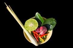 Placez l'ingrédient de la soupe épicée thaïlandaise, Tom yum est nourriture thaïlandaise d'isolement Images libres de droits