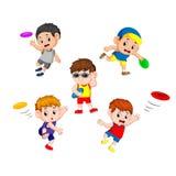 Placez la collection de petits enfants mignons jouant avec le frisbee illustration stock
