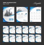 Placez la conception 2018, la couverture bleue, ensemble de calibre de calendrier de bureau de 12 mois Image stock