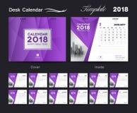 Placez la conception 2018, la couverture pourpre, ensemble de calibre de calendrier de bureau de 12 mois Photo stock