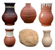 Placez la poterie d'isolement de pots faite main dans le style folklorique ukrainien et le p Photographie stock libre de droits