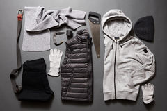 Placez le men& x27 ; habillement et accessoires de s photos stock